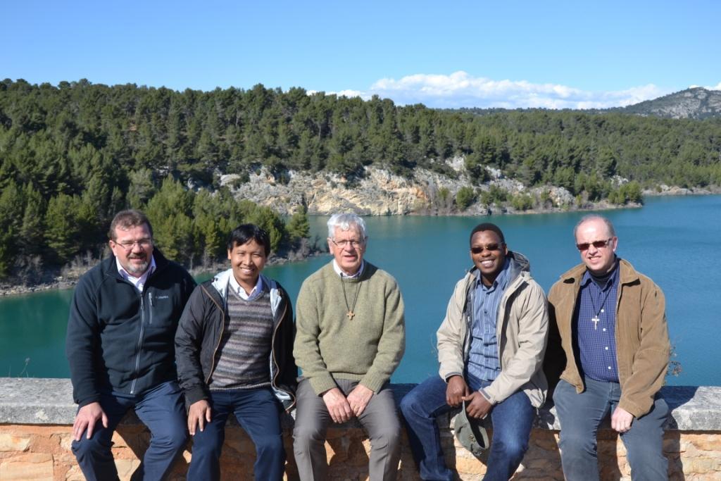 Delante del lago Bimont