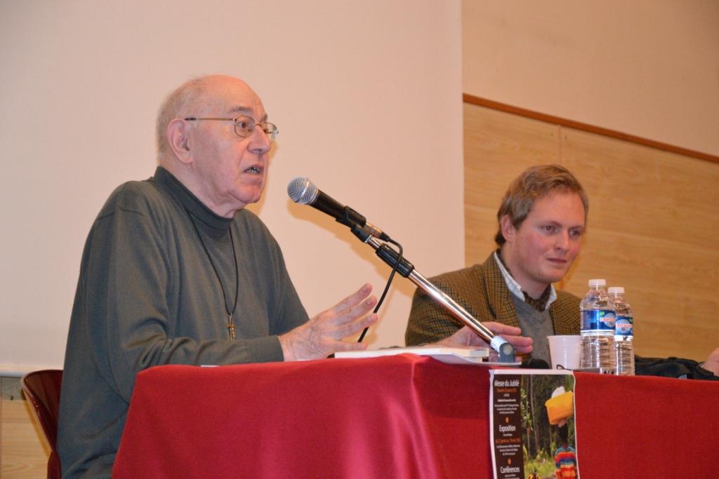 Père Michel Courvoisier lors de la conférence