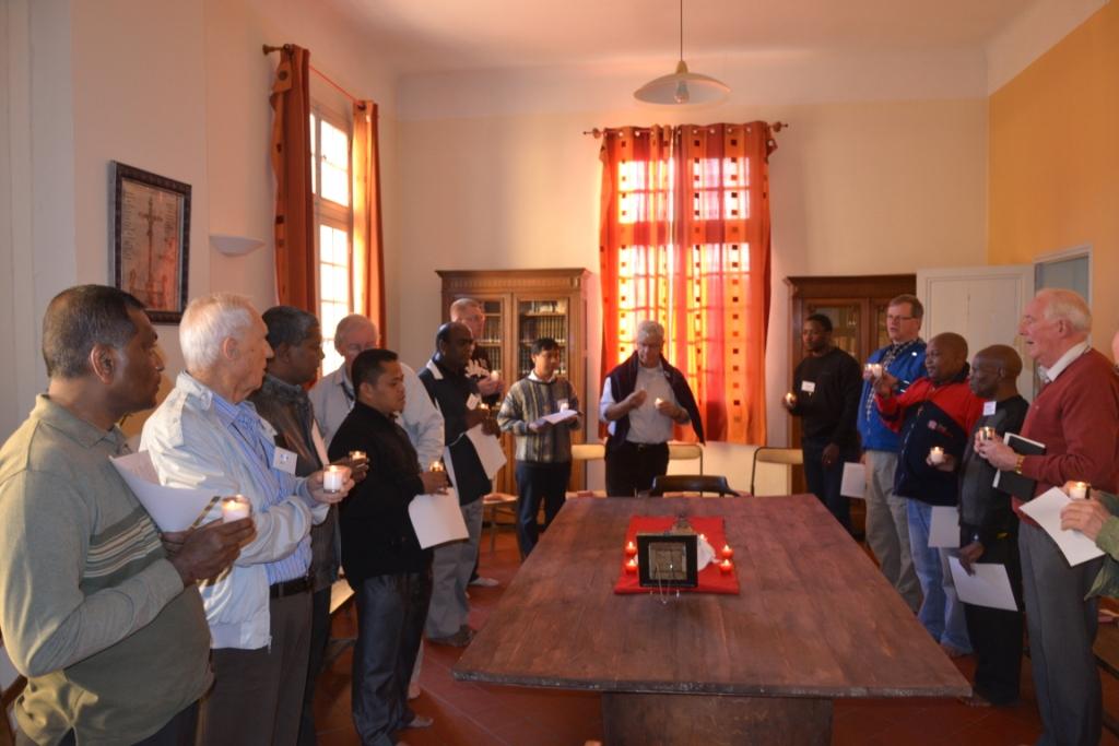 Prière dans la salle de Fondation lors d'une Expérience de Mazenod