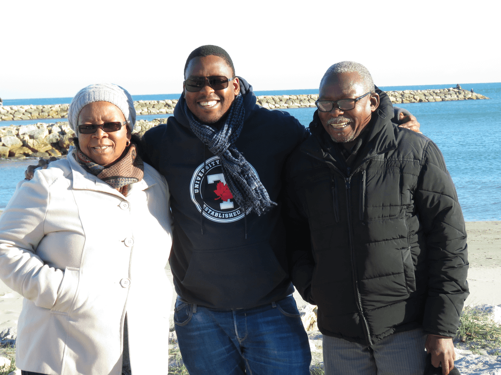 Father BONGA with his parents in their visit to Aix